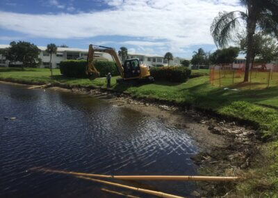 aquagenix-pond-bank-restoration-02_Pond_Bank_Restoration_During