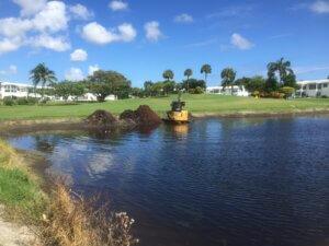 aquagenix-pond-bank-restoration-04_Pond_Bank_Restoration_Left_Before